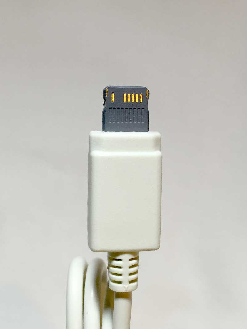 Daiso Japan iPhone6 Charging Lightning Cable - Down side of charging tip