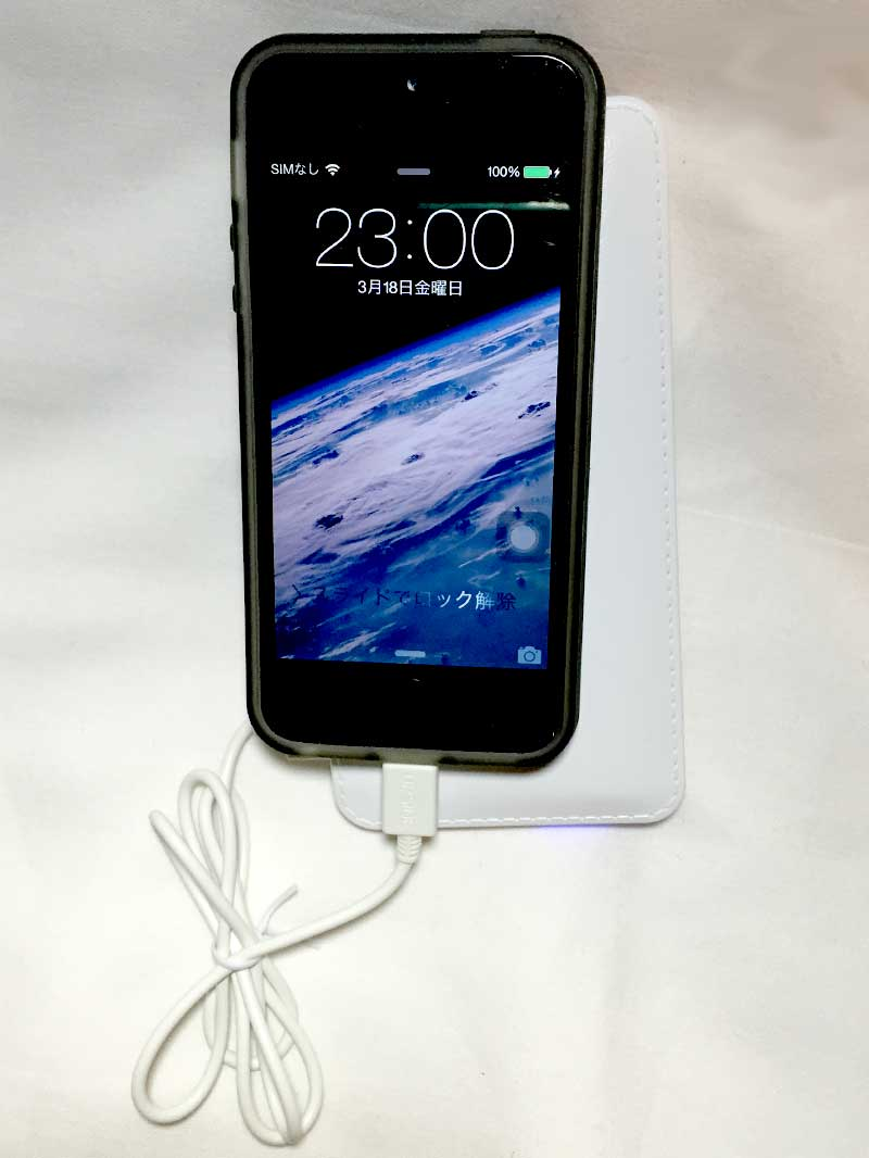 Daiso Japan iPhone6 Charging Lightning Cable - charging iPhone